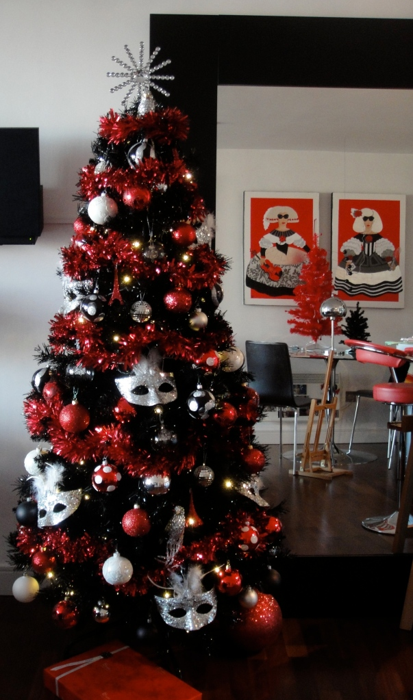 black tree with venetian masks eiffel towers red silver and white decorations