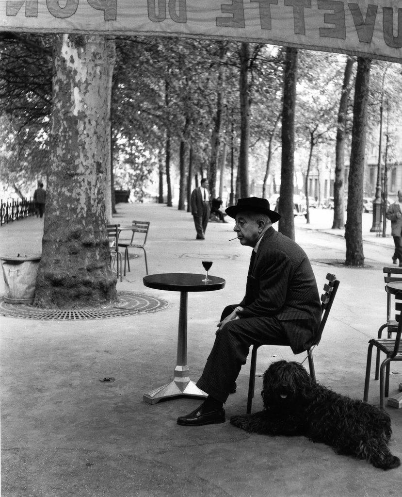 http://normsonline.files.wordpress.com/2012/01/med_robert-doisneau-jacques-prevert-au-gueridon-1955-jpg.jpg