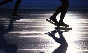 FEET-OF-ICE-SKATERS-BLURR-006